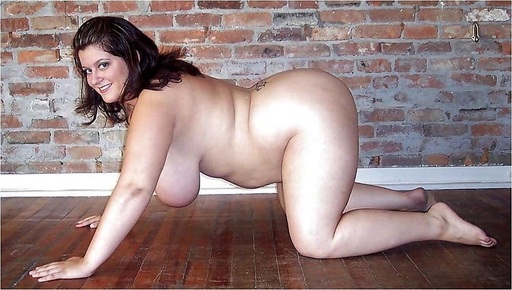 Chubby Naked Wife Posing Ciplak Kadin