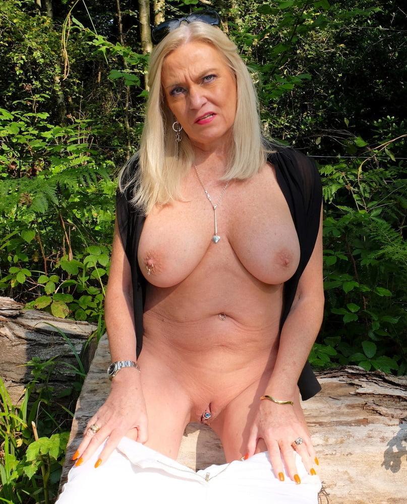 Big tits - 35 Pics
