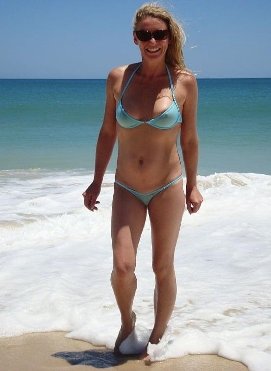 Sexy bikini babes naked