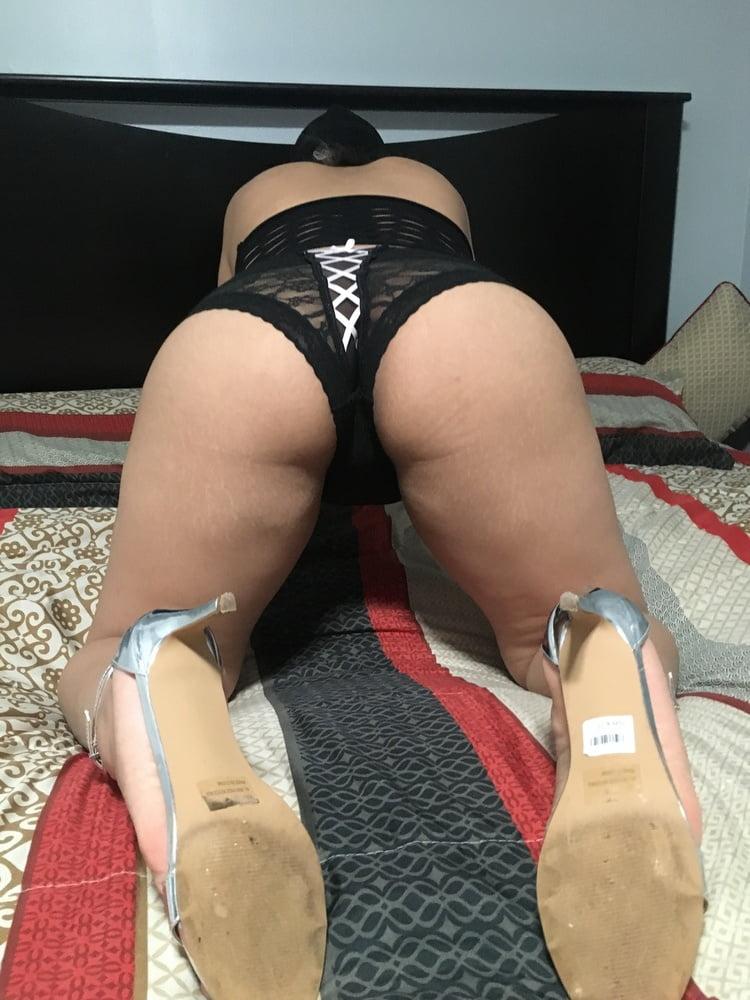 PUTA CON NUEVO JUGUETElatina whore with her new big toy - 35 Pics