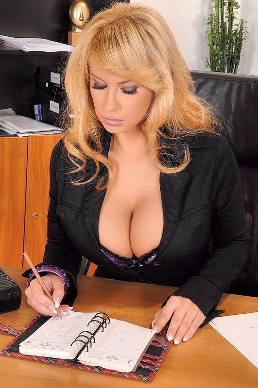 Фото сисек в офисе русское порно
