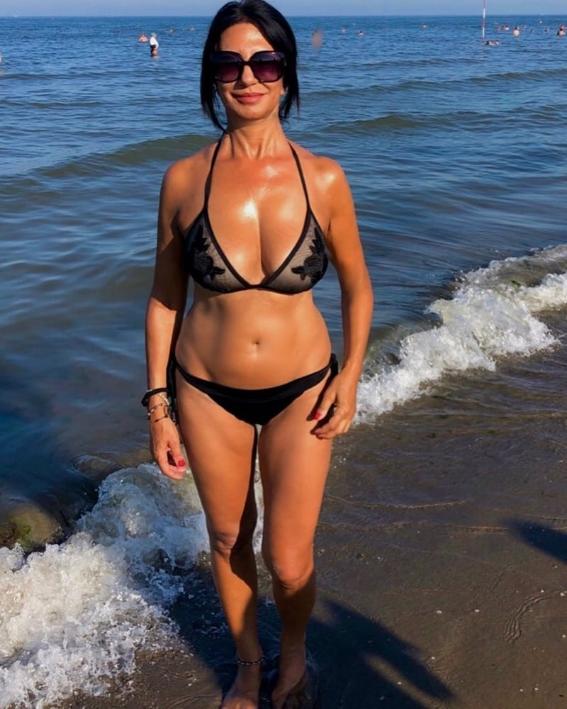 Kamya panjabi looks hot af in a bikini in dubai posts inspiring message