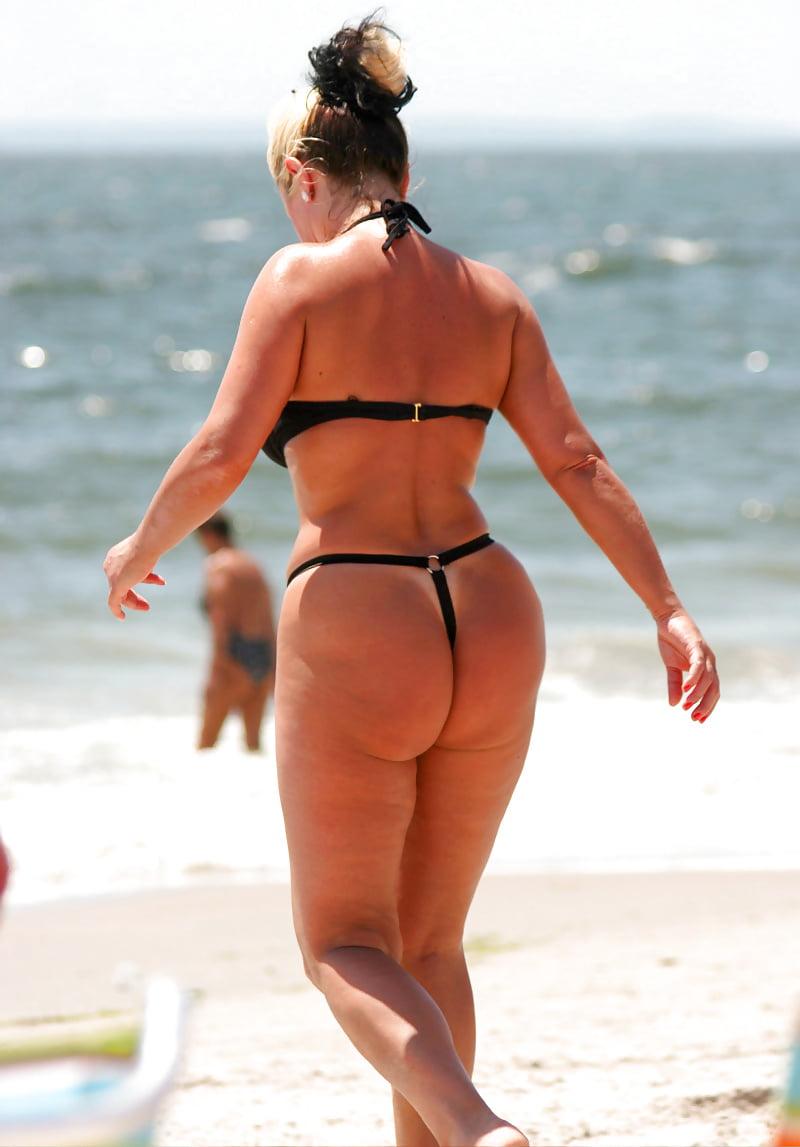 Ограничений скачай большие жопы в стрингах зрелых женщин на пляже фото красивые элементами эротики