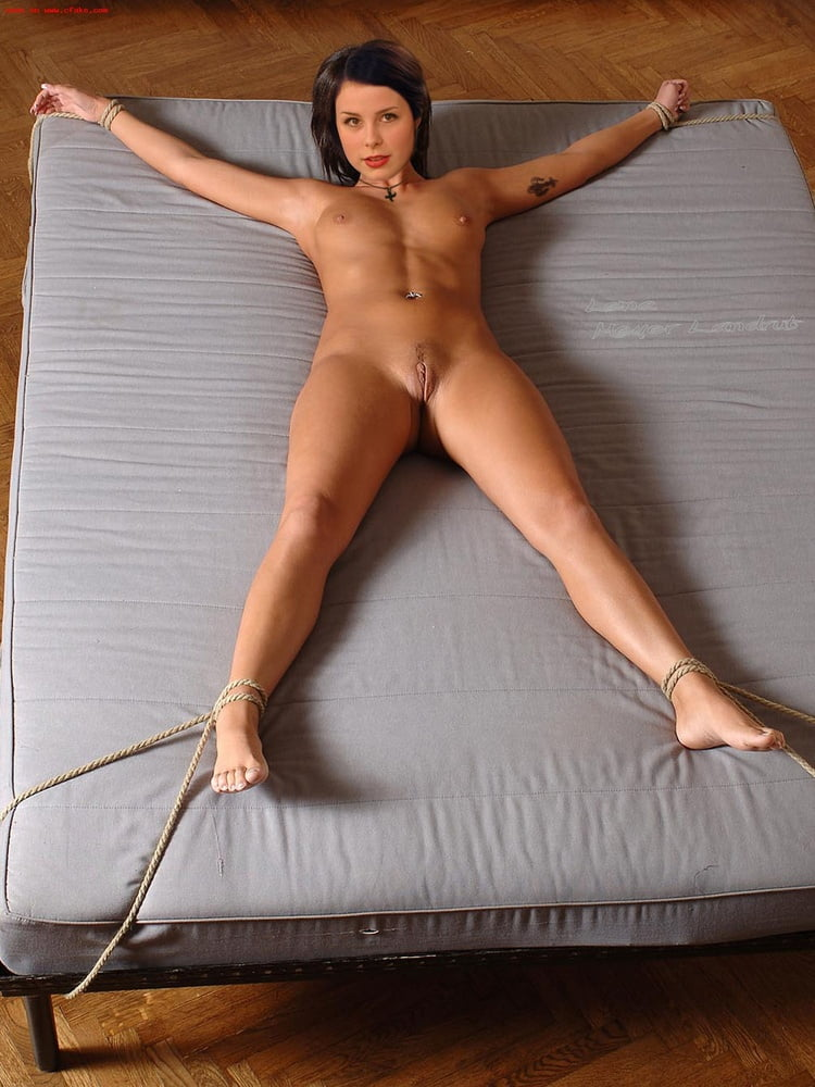 Lena The Plug Nackt