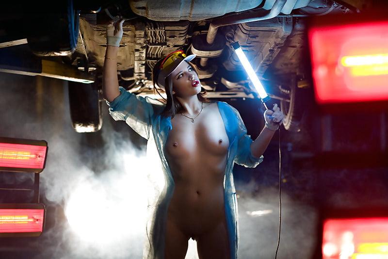 v-garazhe-erotika-porno-onanist-pered-devushkami