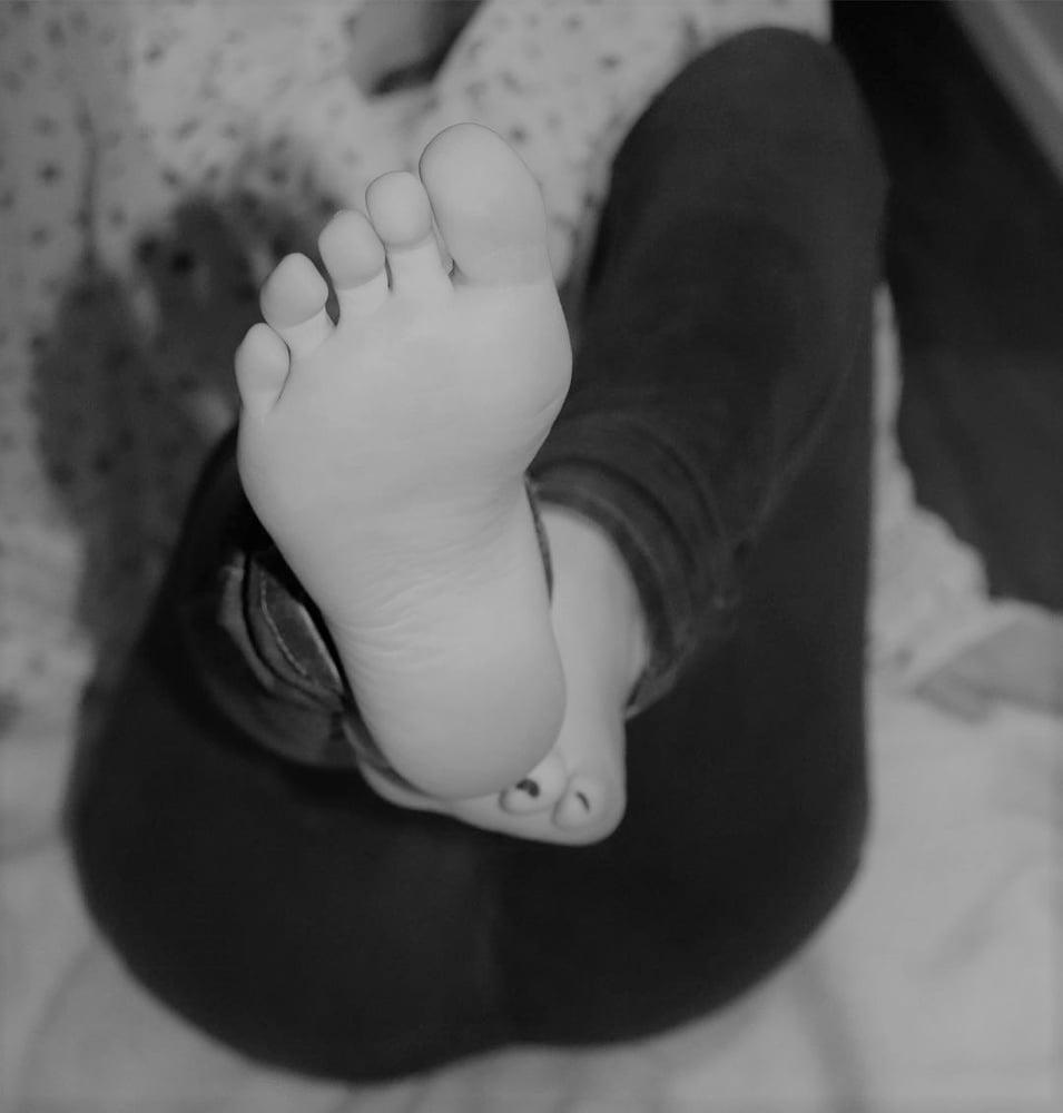 Amateur feet pose