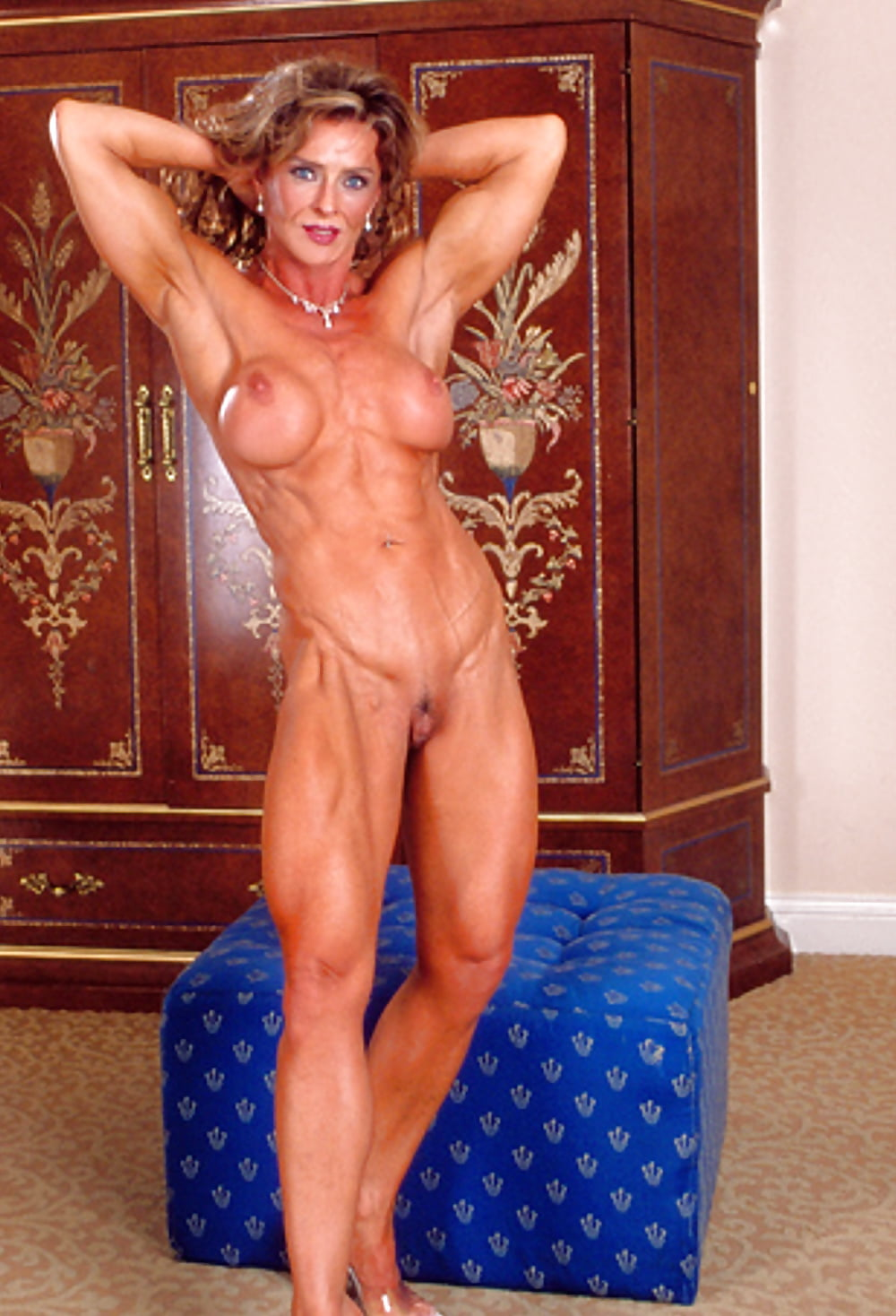 mature-muscle-women-sex-petite-paris-hotel