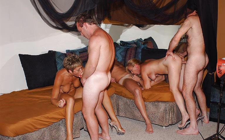 В видео свингеров секс бане