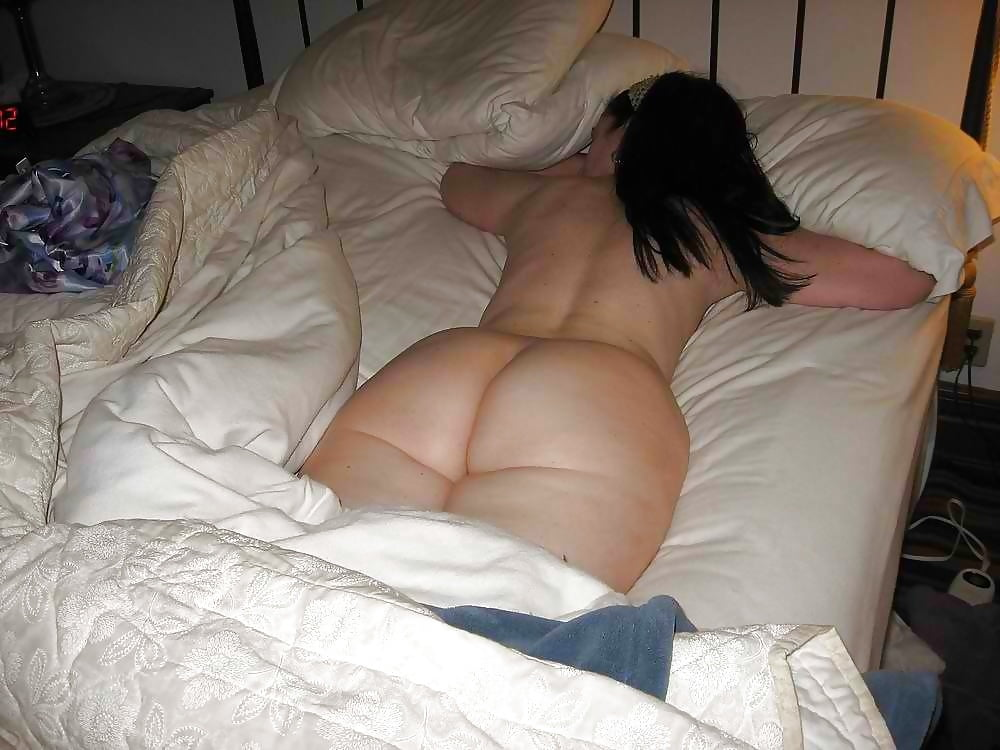 Woman sleeping naked butt, soul eater nudes