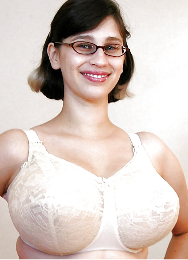 mallu-watching-bra-not-wearing-busty-women