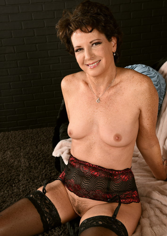 Elizabeth Mack - 10 Pics