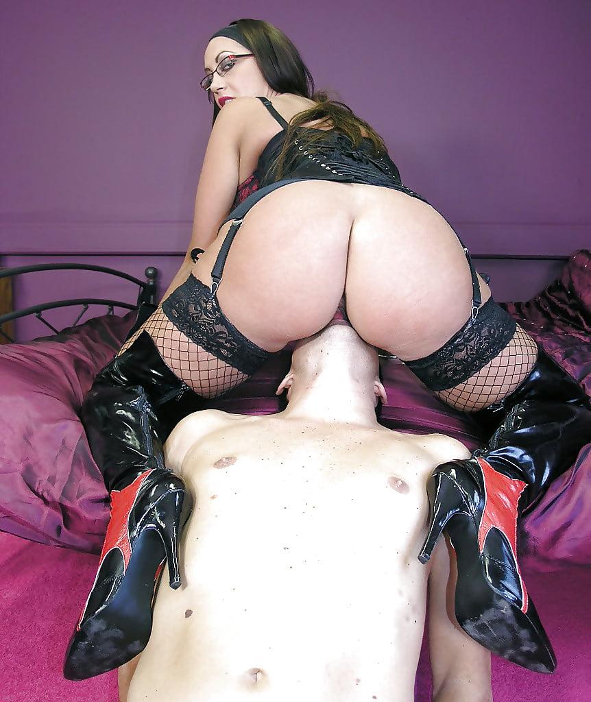 Mistress face dildo