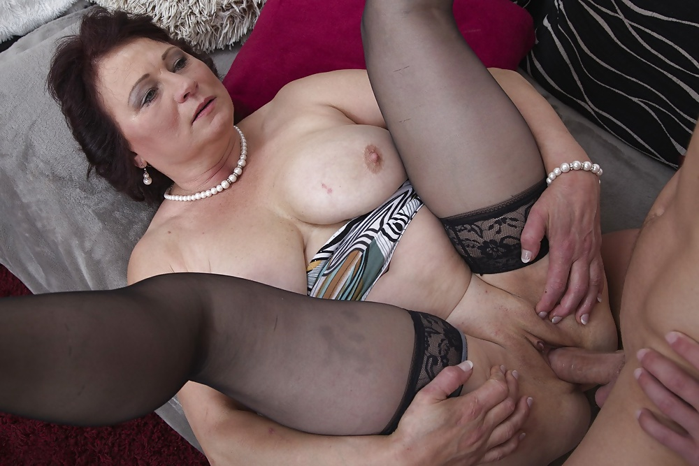 ass-fucked-getting-in-older-woman-hot-mature-pussy-tubes