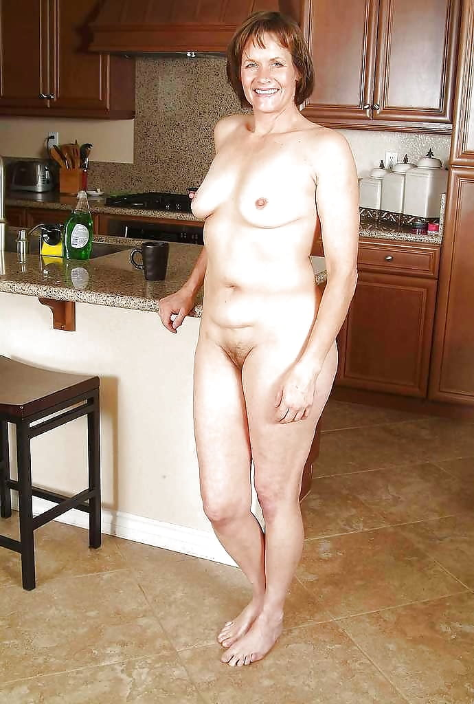 naked-old-women-at-home
