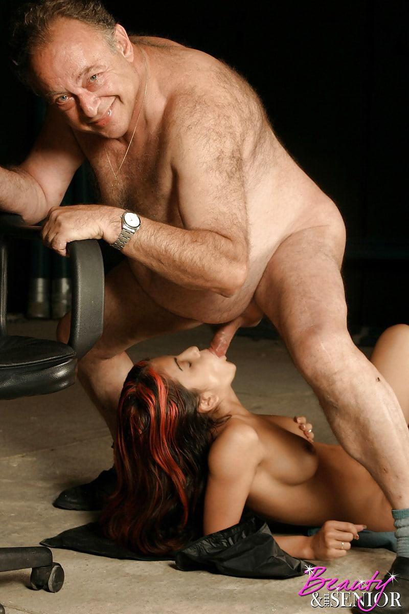судьба сама секс сосать у стариков фото пока один