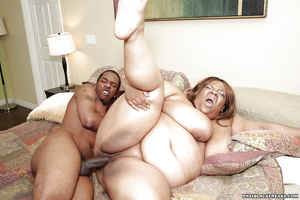 fat-black-threesomes-liliana-lago-upskirts