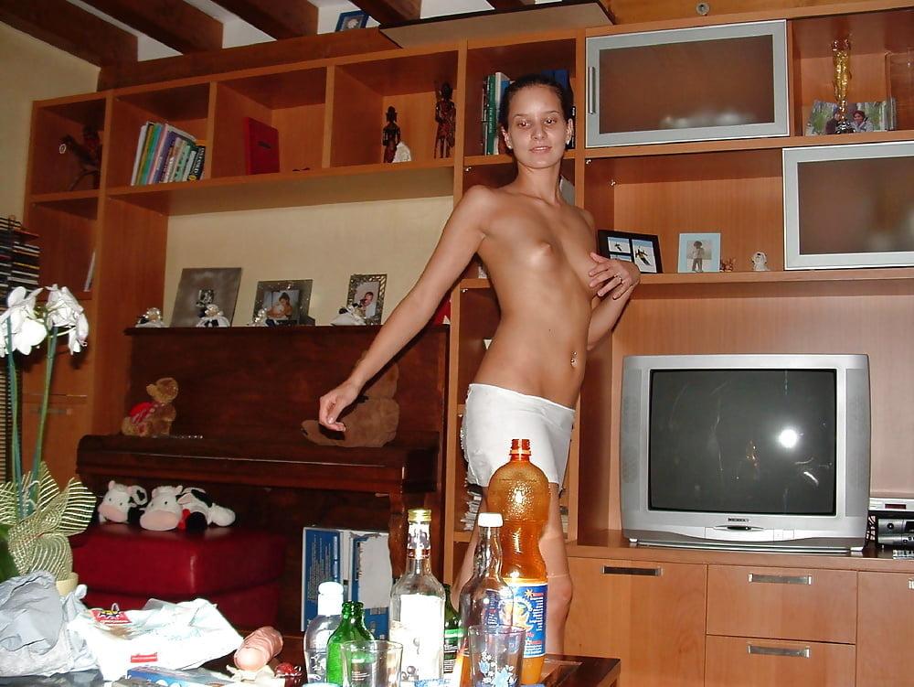 britaya-domashniy-striptiz-pered-muzhikom-video-masturbiruet-smotret