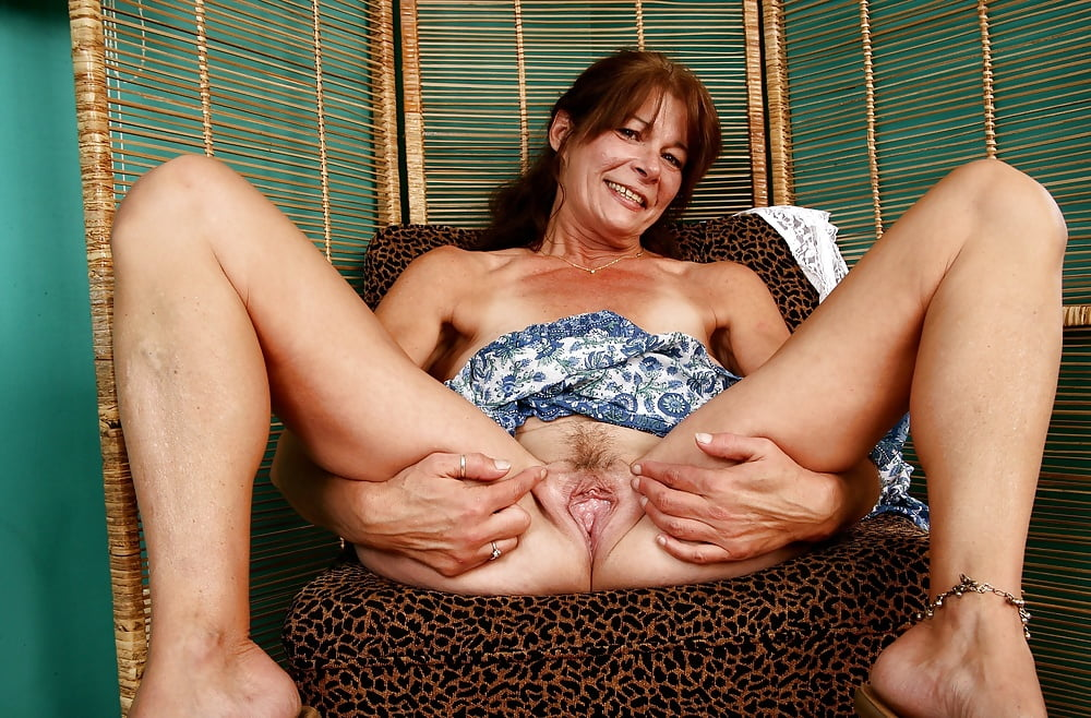 young-girls-mature-spreading-galleries-colon