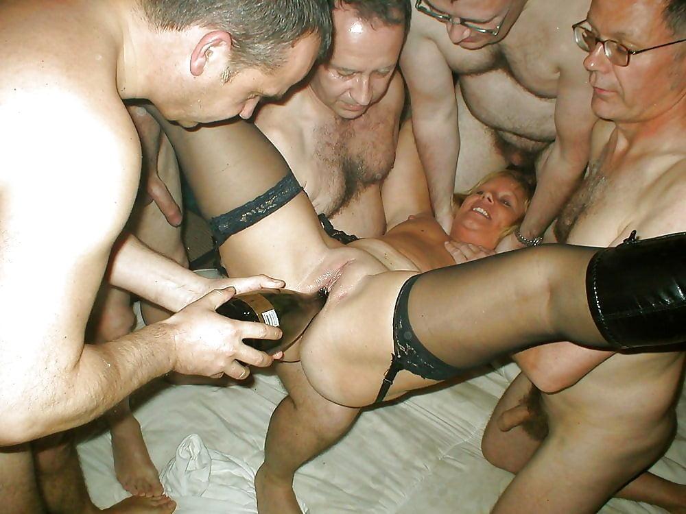 pervi-raz-porno-russkoe-suchka-viebal-butilkoy-huduyu-poimeli