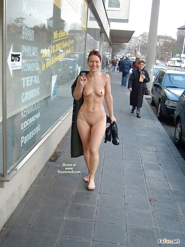 Sexy lady naked in public — img 2