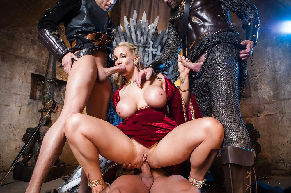 Эротичных брюнеток порно пародии с полным переводом галыгин голый порно