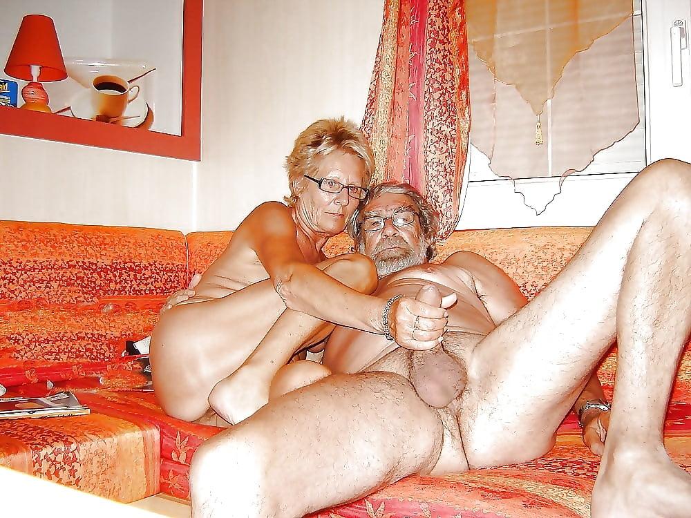 Порно онлайн зрелая дама воскликнула