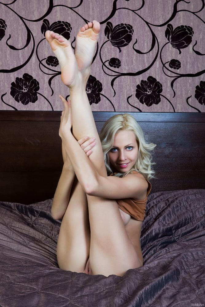 Une blonde tentatrice