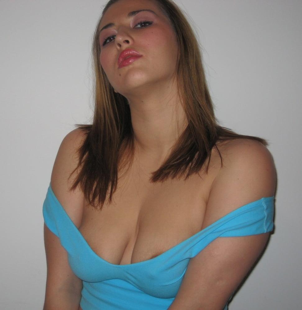 Sexy Amateur Babe - 101 Pics