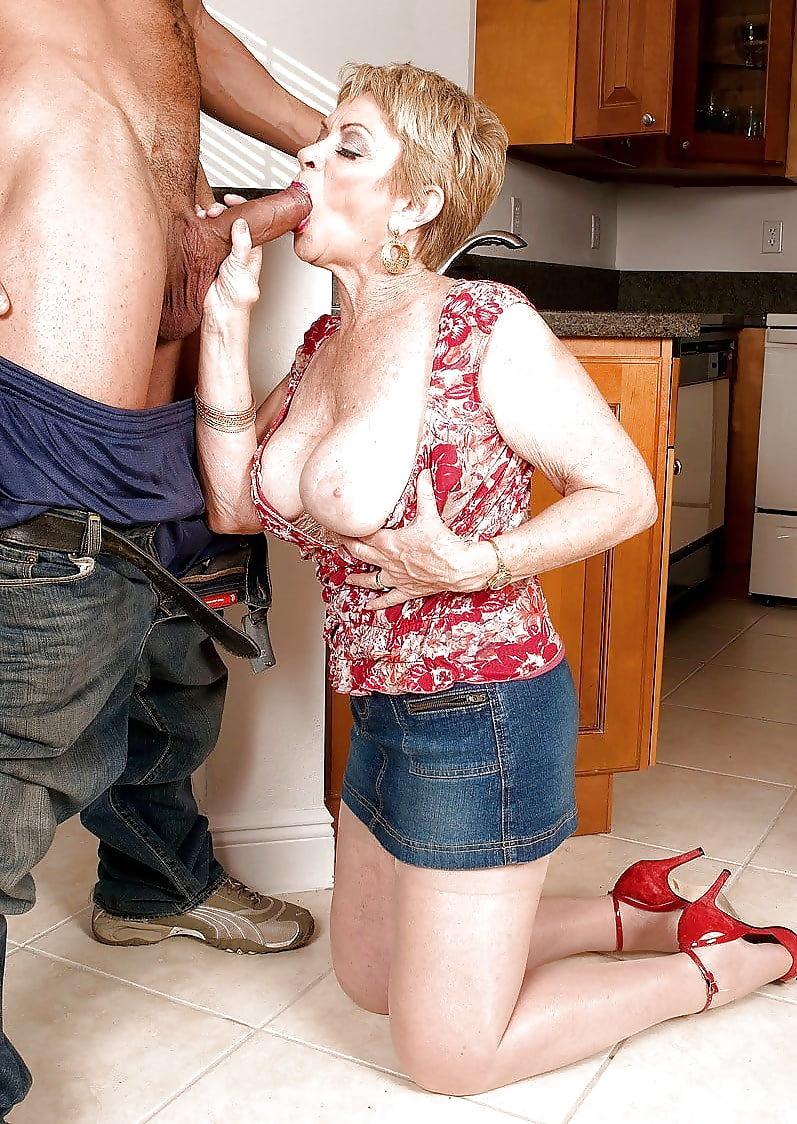 Порно фото старые на кухне, сквиртинг порно когда трясет онлайн