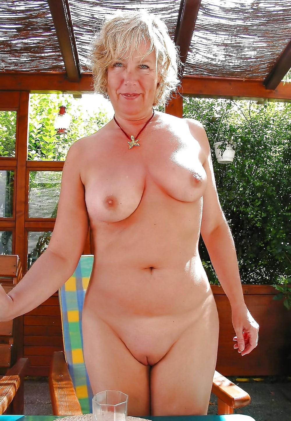 гугл фото голых старых женщин она уже
