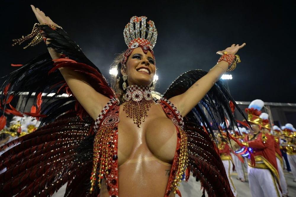 Большие сиськи бразильянок на карнавале #5
