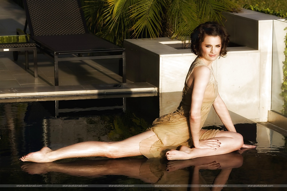 dick-shemale-stana-katic-naked-photoshoot-tudung-blowjob
