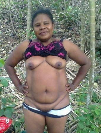 Kwap inside lo bush PNG on random