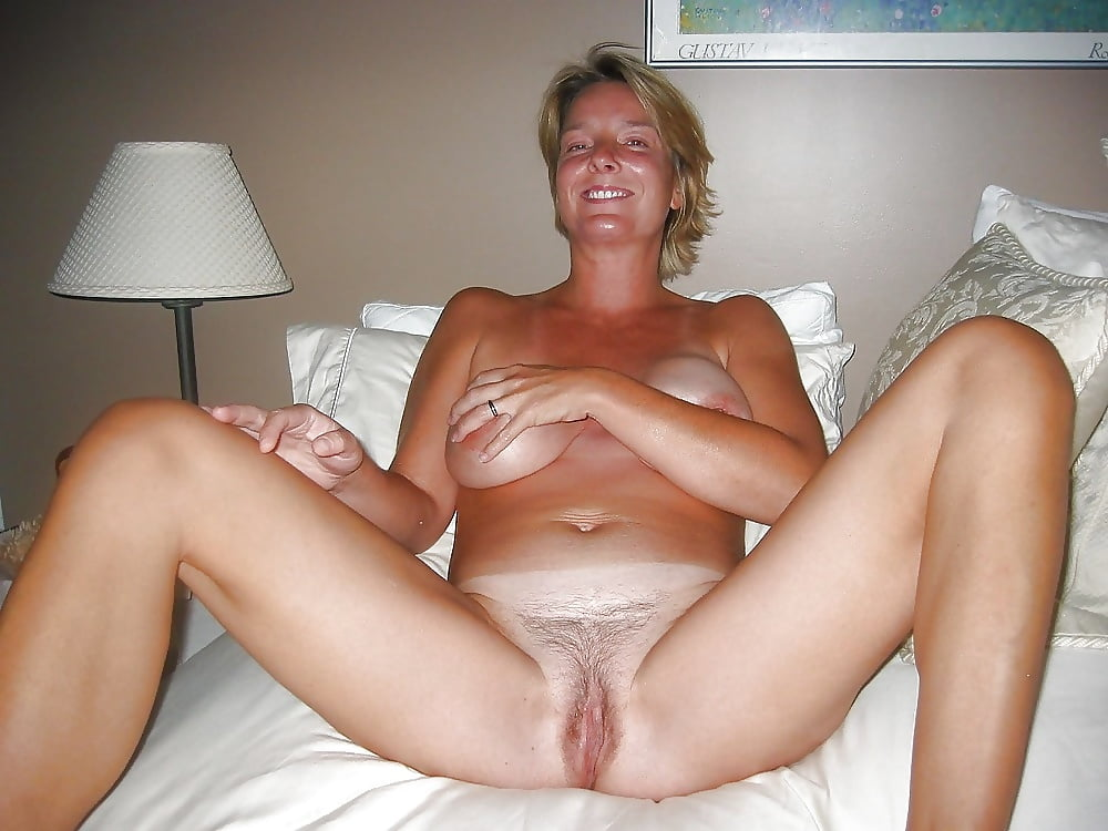Naked mature babe wife vagina