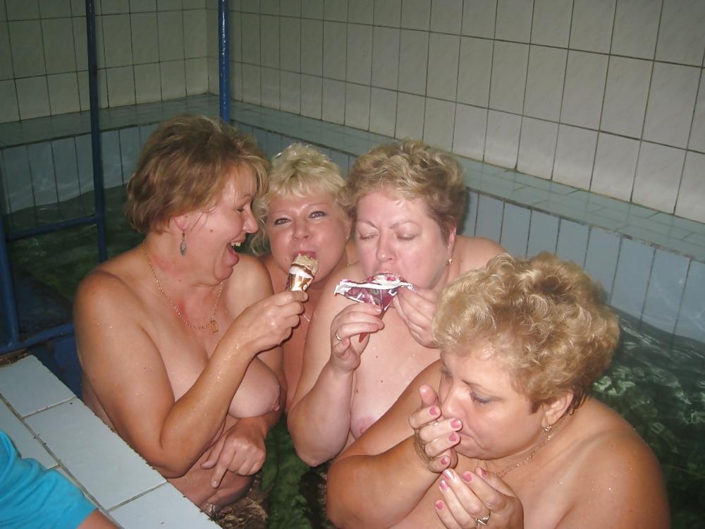 Член трансвестита жирные женщины возрасте в бане фото жоп взрослых русских