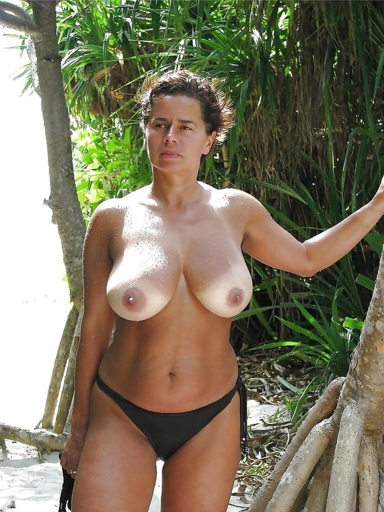 Average mature woman topless — img 10