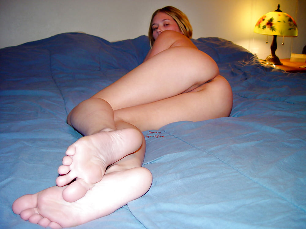 Barefoot Nudes