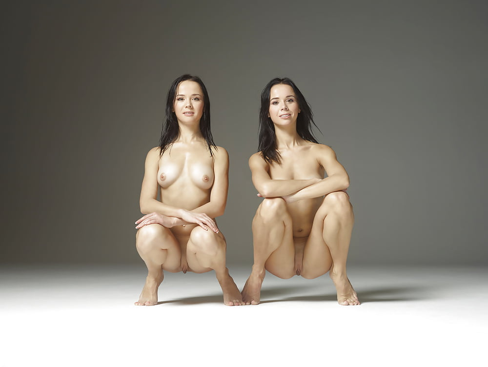 nude-sagal-twins