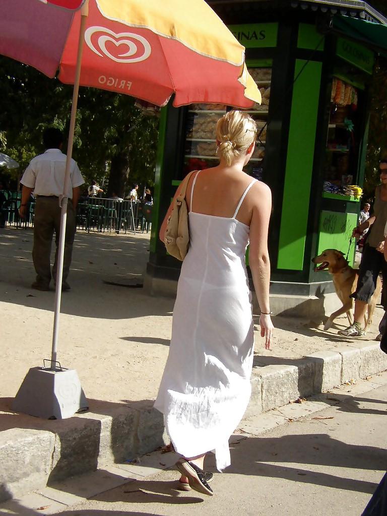 старушки в прозрачных юбках