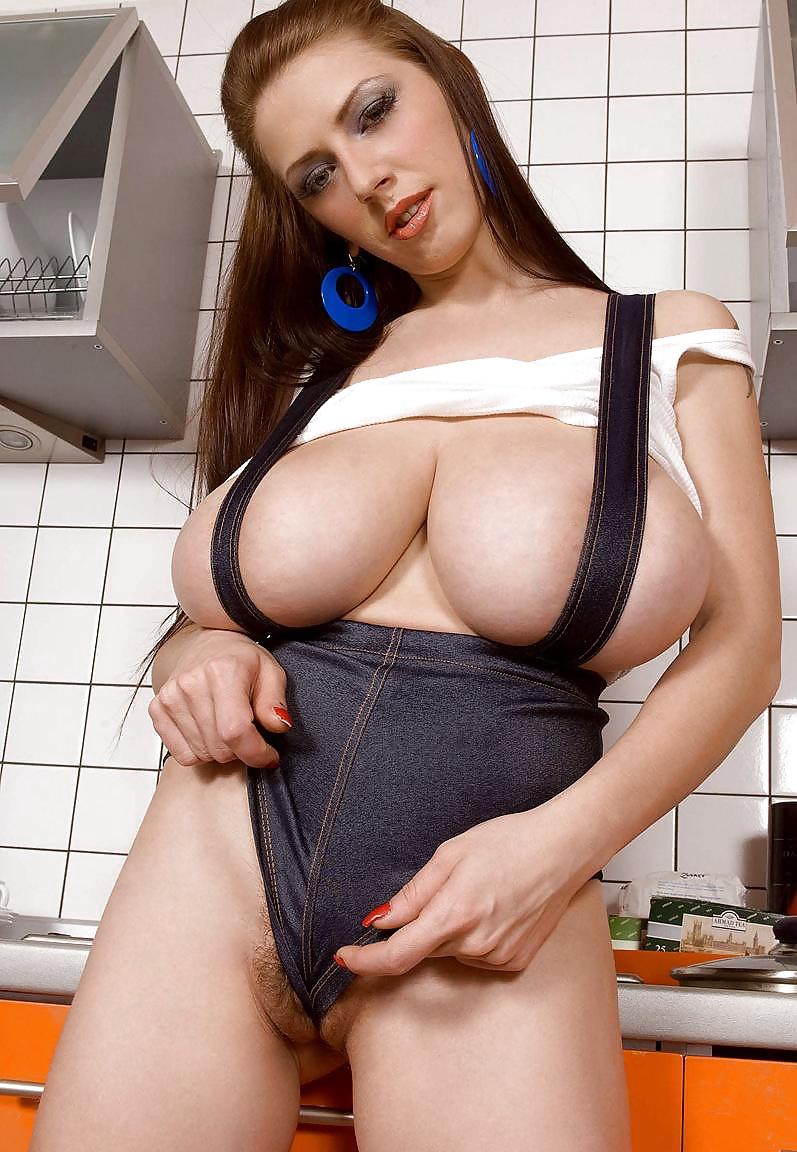 Busty merilyn in sexy black panties