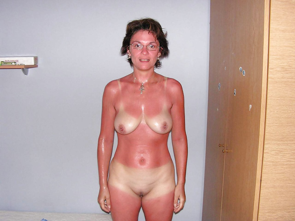 Girl nude amature tan girl showing