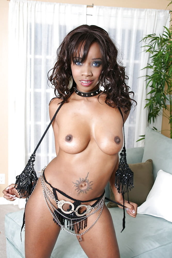 Nude shapely blonde damsel with black waist chain flaunt