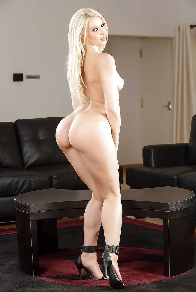 Big Booty Blonde Amateur