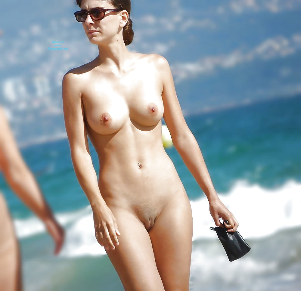 nude-girls-on-beach-pics