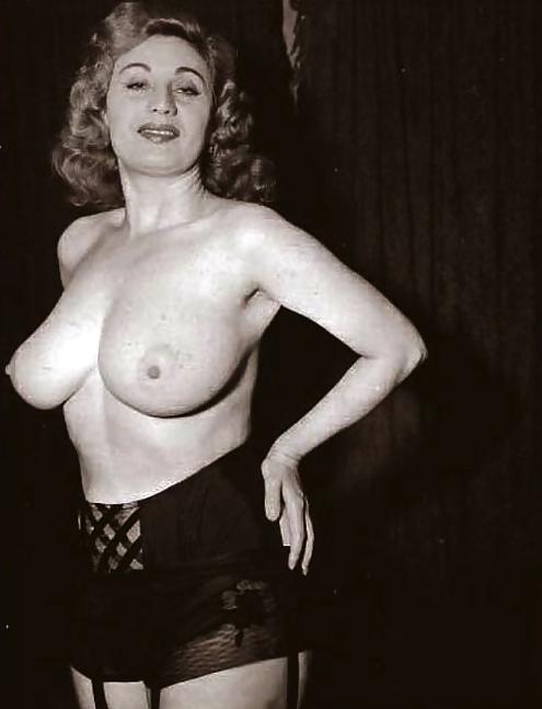 maureen-ohara-nude-pix-amateur-wife-servicing-husband-sexually