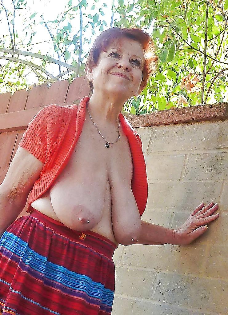 Granny saggy tits porn pics