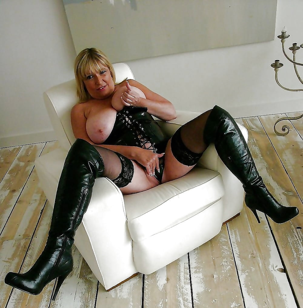 sexy-boots-mature-ladies