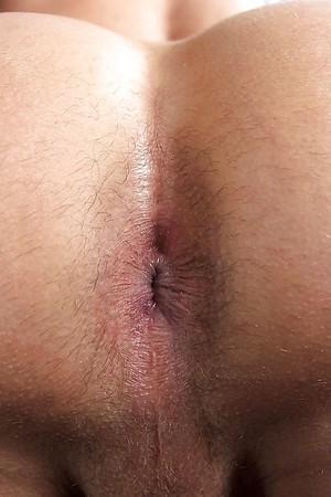 male Close pics up asshole
