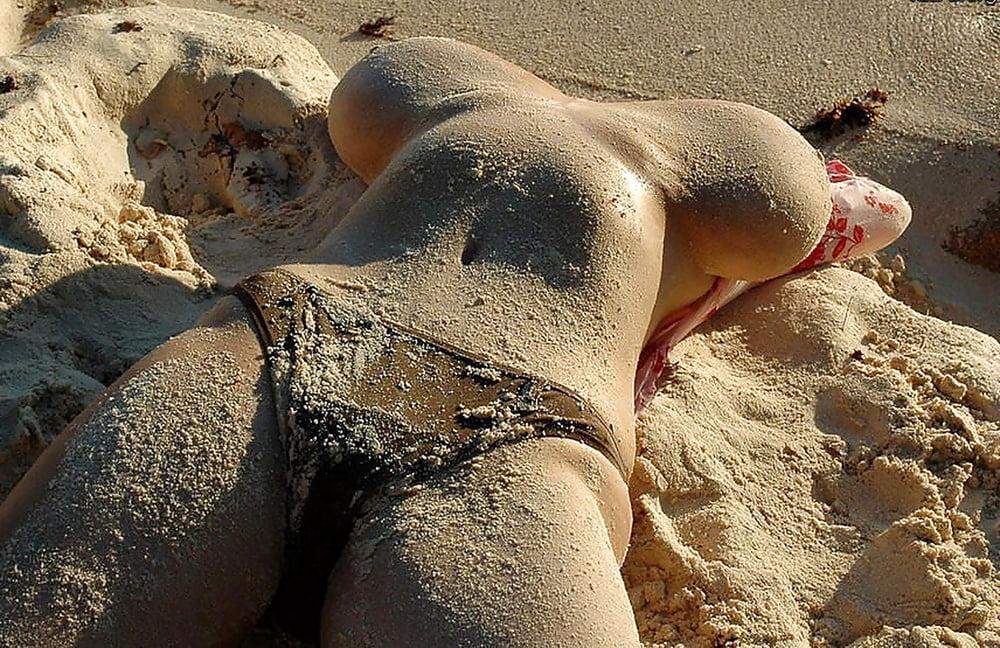 прикольное видео девушек на пляже эротические