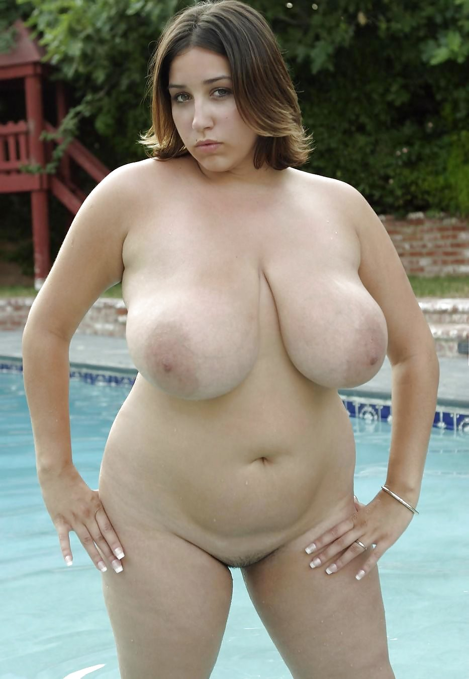 Bbw kiki shows her titties